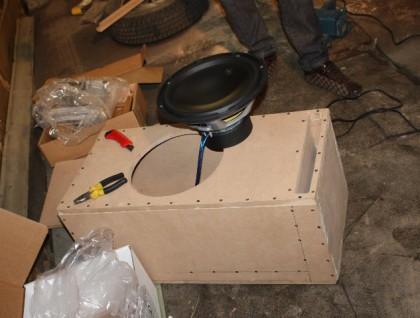 Как сделать сабвуфер для машины?