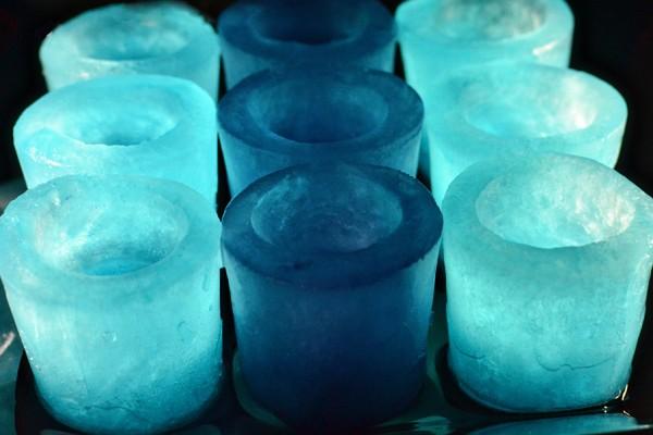 Ледяные стопки: стаканчики для вечеринок или свадьбы